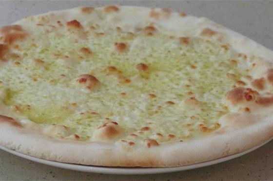Ресторан Unabar - фотография 12 - В Unabarе очень вкусные пиццы. Маргарита - 320 руб.