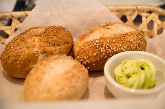 Ресторан Abajour - фотография 2 - Всегда свежий хлеб