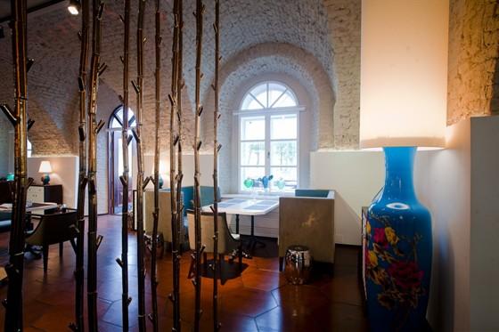 Ресторан Graf-in - фотография 18 - зал для некурящих