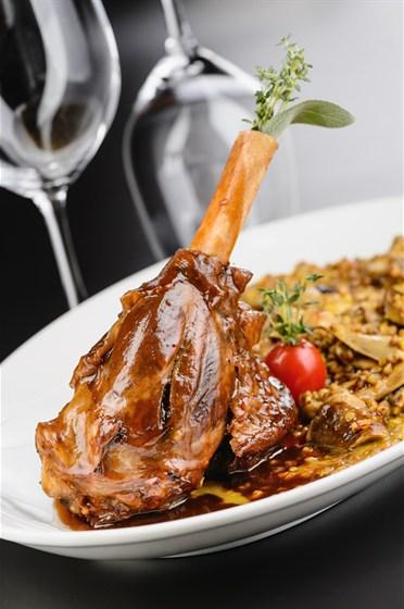 Ресторан Вителло - фотография 7 - Голень ягненка и гречотто с белыми грибами, ресторан Вителло, г. Балашиха