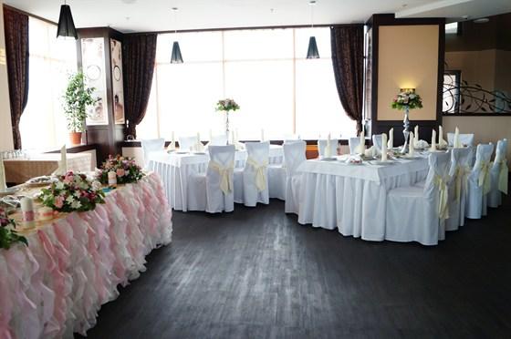 Ресторан Апельсин - фотография 2 - Оформление зала для свадьбы