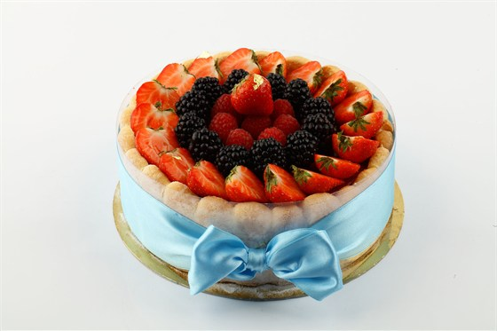 Ресторан Кондитерская «Пушкин» - фотография 28 - Шарлотъ французской съ ванильюи клубникою на 8 персонъ.