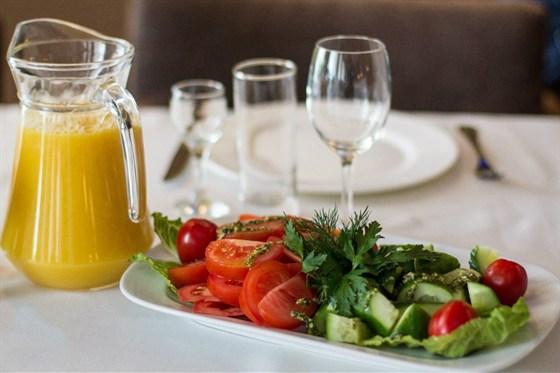 Ресторан Mon ami - фотография 10 - Овощная тарелка