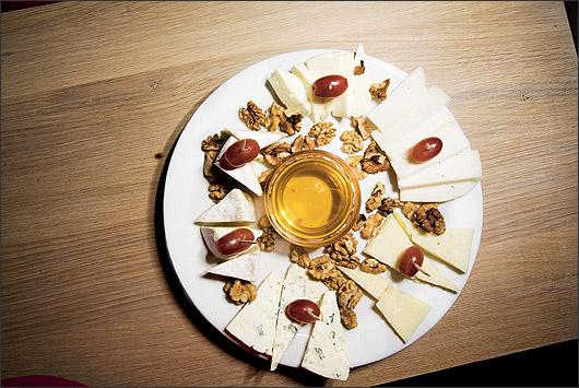 Ресторан Виносыр - фотография 1