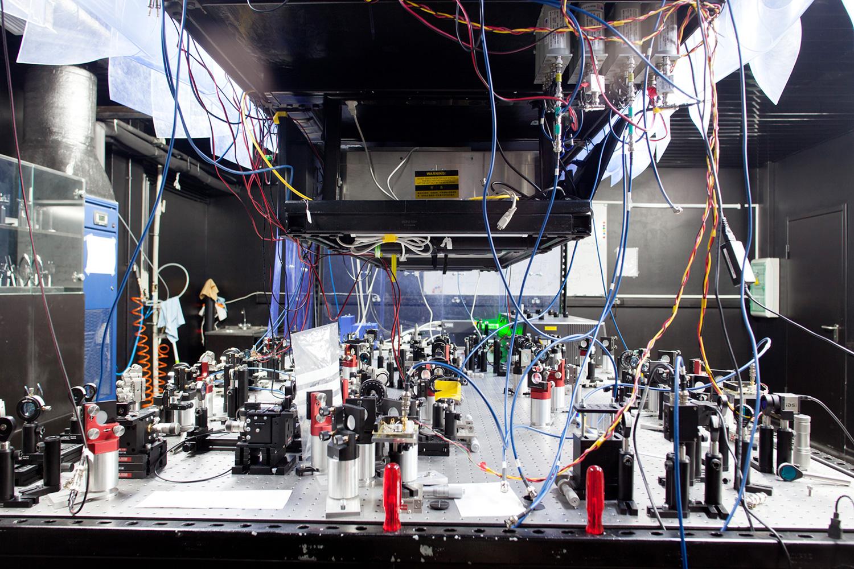 Лазеры, повторители и балансные детекторы на оптическом столе