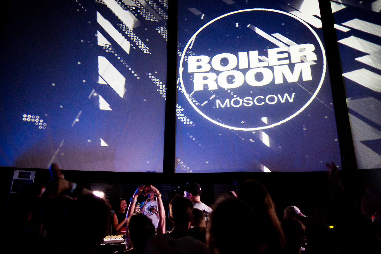 Вечеринка стала настоящим триумфом нашего электронщика Mujuice, которому хлопали и кричали «Рома! Рома!» куда громче, чем заезжим гостям.