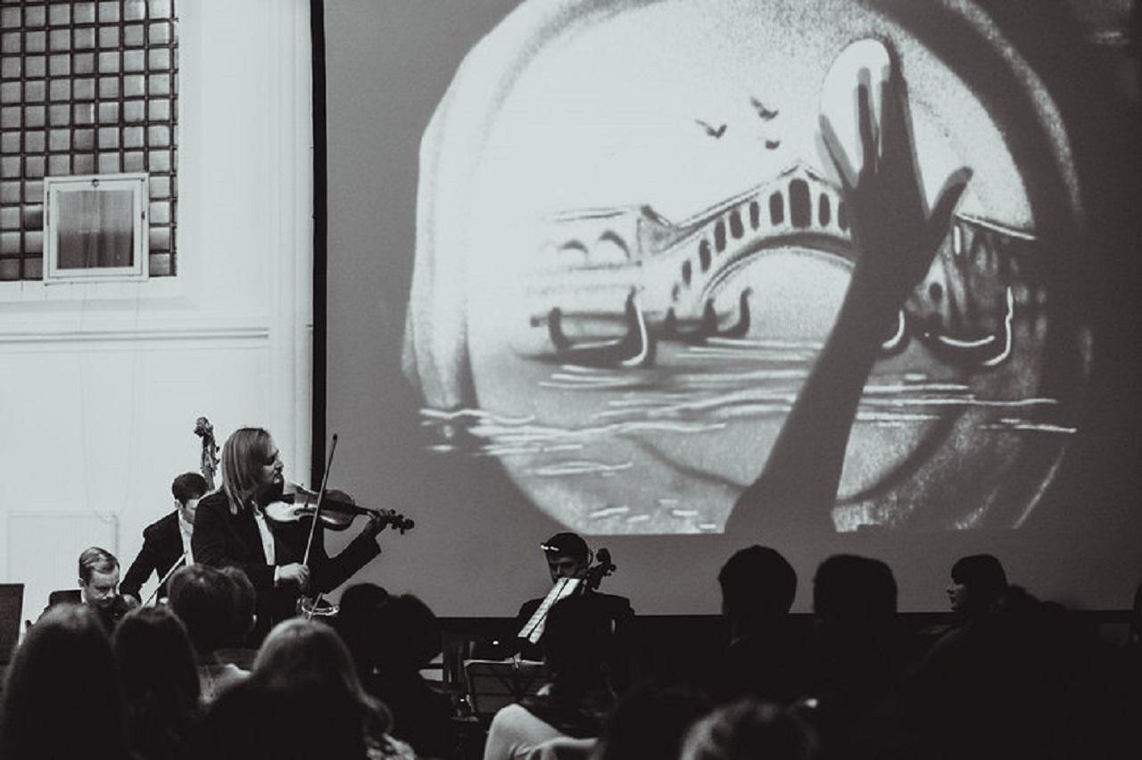 Камерный оркестр под управлением Сергея Поспелова (скрипка) смотреть фото