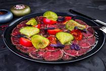 """Обновление меню в ресторане """"Южане"""". Появились новые закуски. К примеру, закуска из домашних мясных деликатесов (готовятся в ресторане) (850 р.), террин из кролика и гуся, запечённый в тесте с маринованными острыми перцами (590 р.), тар-тар из выдержанной ноги быка с устрицей,"""