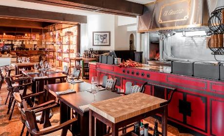 Проекту «Эль Гаучо» уже больше 25 лет. В этом году ресторан на Зацепском валу вернулся с обновленным интерьером по проекту дизайнера Марии Жуковой.