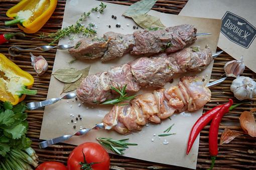 Мясная лавка «Воронежа» начала продажи шашлыка. Отличная новость для тех, кто любит ездить летом на пикники: мясная лавка подготовила все самое необходимое, а именно мясо!