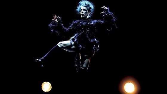 Raven. La Femme Rouge