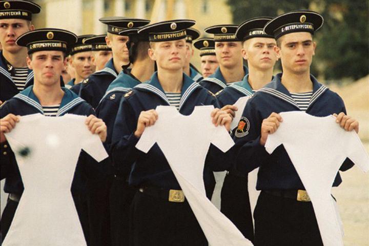 Группа «Фабрика найденных одежд». Перформанс «Триумф хрупкости», 2002 год