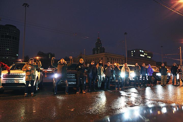 Пять утра и пять автомобилей — участники пробега на Ленинградском проспекте, откуда начиналась экспедиция