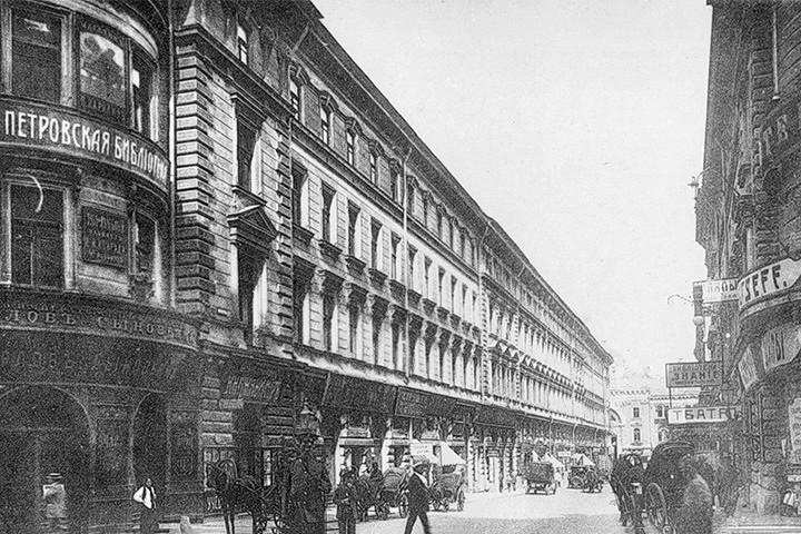 В этом же здании располагался Петровский театр миниатюр, в котором выступал Александр Вертинский
