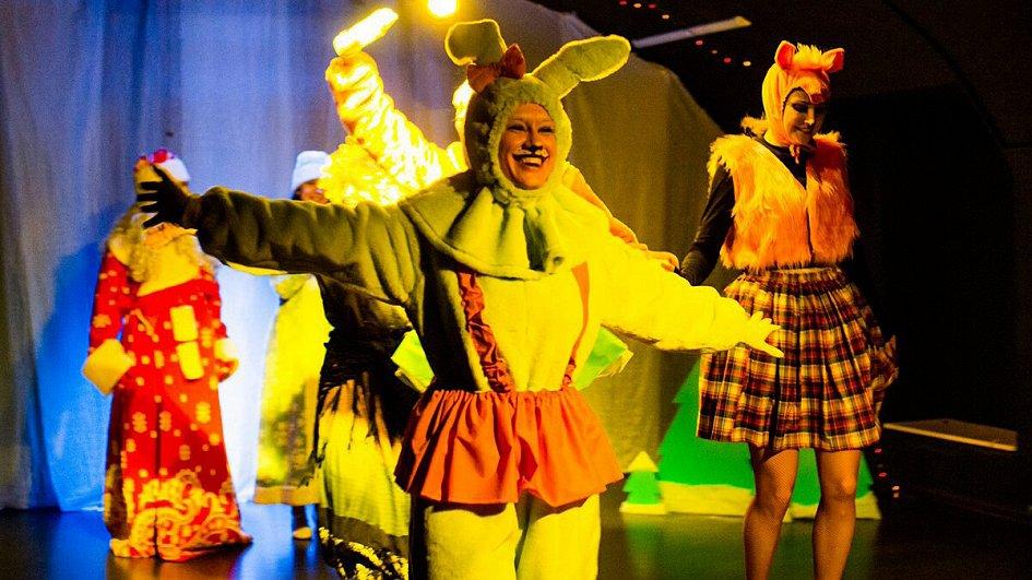 Театр: Новогодние приключения елочных игрушек