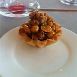 Ресторан Кекс in the City - фотография 1 - корзинка с орехами