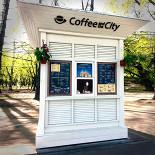 Ресторан Coffee and the City - фотография 1 - Киоск с левой стороны аллеи МГУ