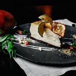 """Ресторан Franky - фотография 3 - Самое популярное блюдо по итогам осени 2015, обогнавшее даже каталонский крем, - """"Чизкейк с заварным кремом""""."""
