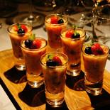 Ресторан New Point - фотография 5 - Фруктово-ягодное канапе в шоте, заправленное йогуртом