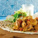 Ресторан Чайхона №1 - фотография 2 - Индийский вкус. Нежные кусочки пряной курицы в сочетании с отварным рисом и пресными лепешками.