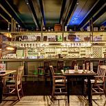 Ресторан Пив & Ко - фотография 5 - Барная стойка в бильярдной.