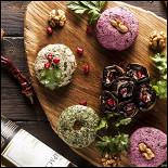 Ресторан Джонджоли - фотография 6 - Ассорти Пхали с рулетиками из обжаренных баклажанов.