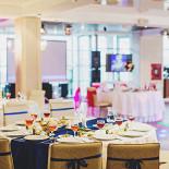 Ресторан Таврический сад - фотография 3 - Светлый и просторный зал, оборудованный профессиональным звуковым и световым оборудованием.