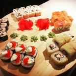 Ресторан Small Tokyo - фотография 4 - Набор роллов Девичник
