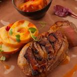 Ресторан The Waiters - фотография 1 - Утиная грудка с вареньем из сливы, яблоком и брусникой