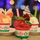 Ресторан Пломбир - фотография 1 - Итальянское джелато готовится вручную из свежего молока, сливок, сезонных овощей, фруктов, трав и пряностей.