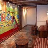 Ресторан Павлин-мавлин - фотография 5 - Холл нижнего зала