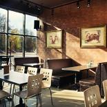 Ресторан Антоновка - фотография 1 - По утрам, здесь можно вкусно позавтракать гляда на то как спешит на работу человек...