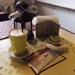 Ресторан Bontart - фотография 2 - Фисташковый капкейк и латте :)