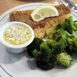 Ресторан Nordsee - фотография 2 - Сайда с брокколи и соусом Тартар