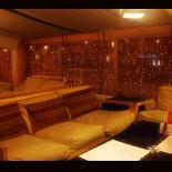 Ресторан East Side - фотография 4 - Диваны для больших компаний !