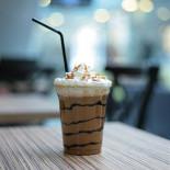 Ресторан Me Gusta Café - фотография 1 - Карамельный фраппучино в Me Gusta Cafe