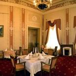 Ресторан Олимпия - фотография 4 - Зал на 25 персон площадью 60 кв.м., традиционный интерьер дворца русских князей, пастельные тона, изящная лепка помогут создать теплую атмосферу вашего праздника.