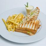 Ресторан Шуга - фотография 5 - Классический американский сэндвич