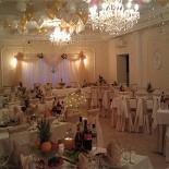 Ресторан Белый рояль - фотография 1 - Подгатовка к свадебному банкету.