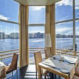 Ресторан Dozari - фотография 1 - Вторая и третья палубы - банкетные залы с панорамными окнами.
