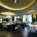 Ресторан Марио - фотография 1 - После реновации залы Марио в Жуковке стали яркими, солнечными, просторными.