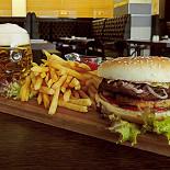 Ресторан The Stratford Pub - фотография 1 - бургер с фуа-гра