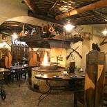 Ресторан Удачный выстрел - фотография 1 -  Действующий очаг, где готовят мясо и дичь.