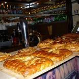 Ресторан Пироговая лавка - фотография 2 - Всегда полный ассортимент пирогов