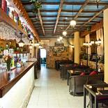 Ресторан Da Pino - фотография 6 - Зал у бара.