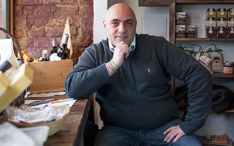 Итальянский лавочник о сырах, запрещенке и русском культе семьи