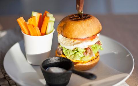 Праздник «Еды» и альтернативный лайнап: Burger Brothers, Чекалова, бутер-бикини