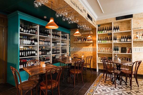 В «Винных базарах» (в Москве их уже четыре, на фотографии — винотека на Никитском бульваре) можно попробовать вина из долины Дору, региона Дау и окрестностей Лиссабона