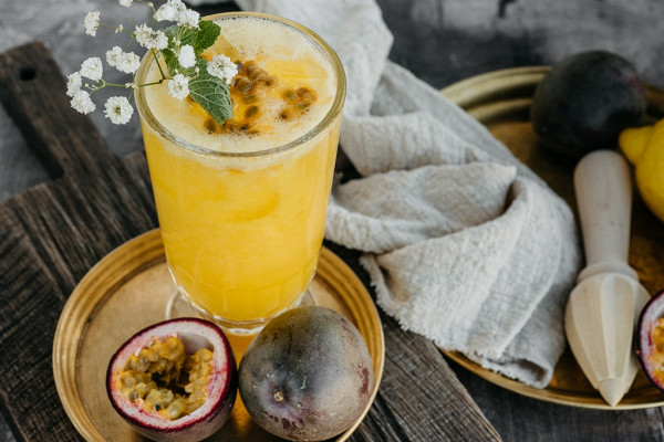 лимонад из манго и маракуйи (330 р.)