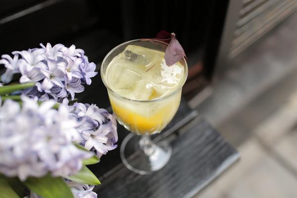 лимонад с дынным миксом, пюре маття, соевым молоком и джемом алоэ (380 р.)